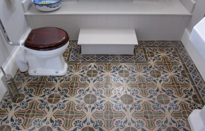 Two carreaux de ciments floors and a ceramic in this Kent house