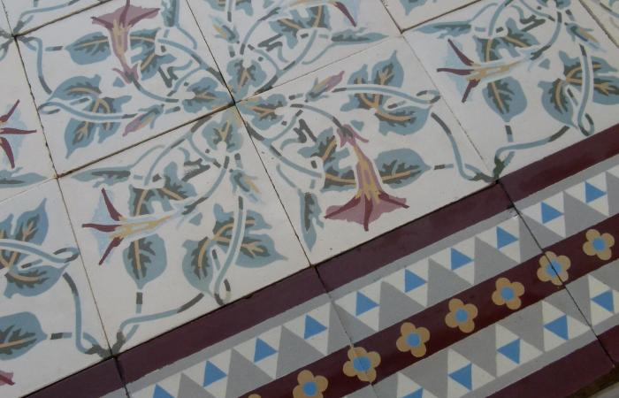A pretty period floral ceramic with a strong geometric border